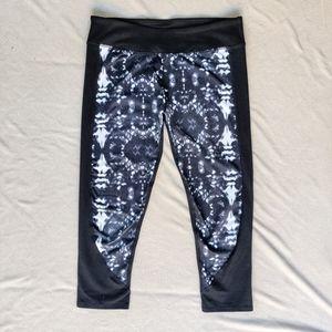 Fabletics Geometric Black Cropped Leggings